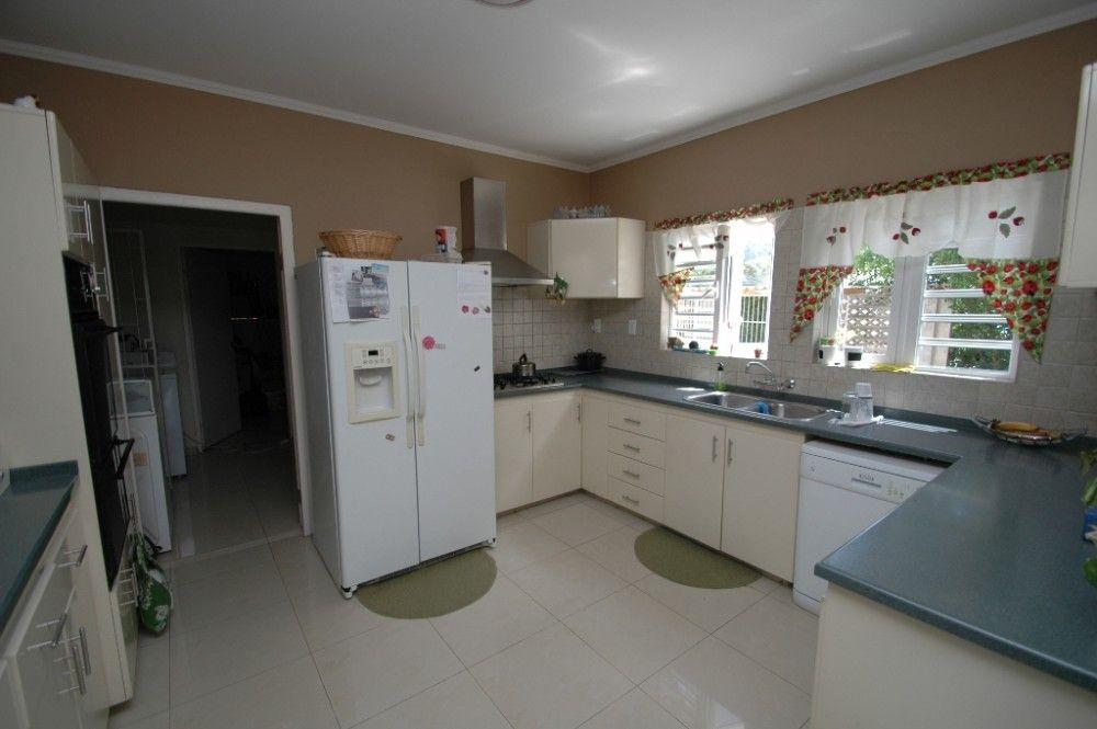 Snipweg centraal gelegen villa met 4 slaapkamers en prachtig zwembad re max abc curacao - Centraal eiland met eethoek ...